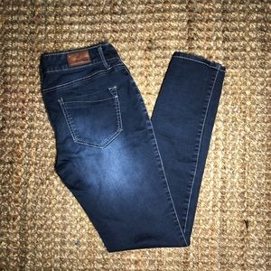 express dark wash no rips size 6 jeans